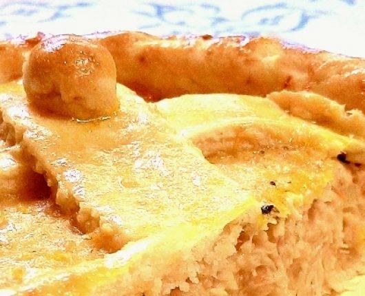 Empadão ou torta de frango com catupiry