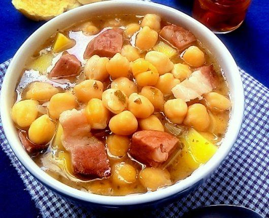 Garbanzo (cozido espanhol de grão de bico com linguiça e batata)