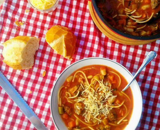 Minestrone (sopão italiano de carne com legumes)