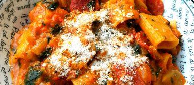 Pasta Salami alla Vodka (massa e salame ao molho com vodca)