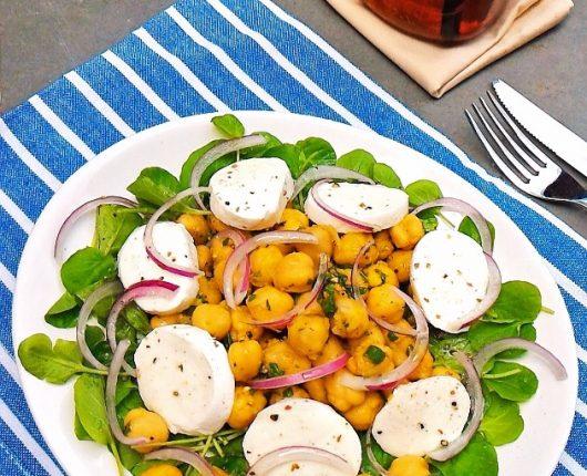Salada de grão de bico com agrião e muçarela de búfala