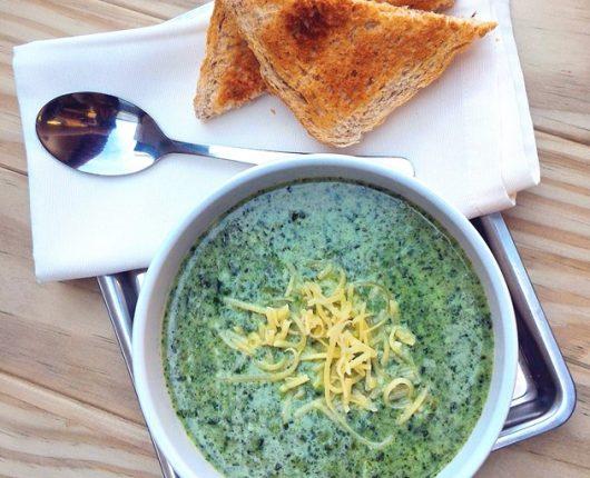 Sopa creme de espinafre super rápida