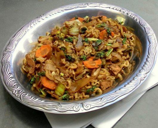 Sukiyaki com lamen (carne, legumes e macarrão japonês com molho)