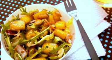 Salada agridoce de alface frisè com manga