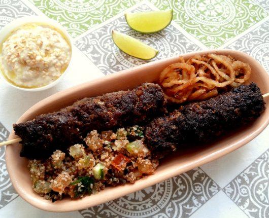 Kafta no palito (bolinho árabe/ libanês de carne moída com especiarias)