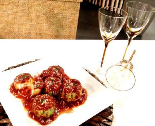 Abobrinhas recheadas e um molho especial de tomates no Você Bonita